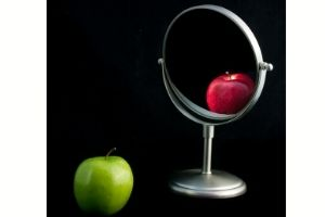 Managing perceptions- green apple looking like red apple